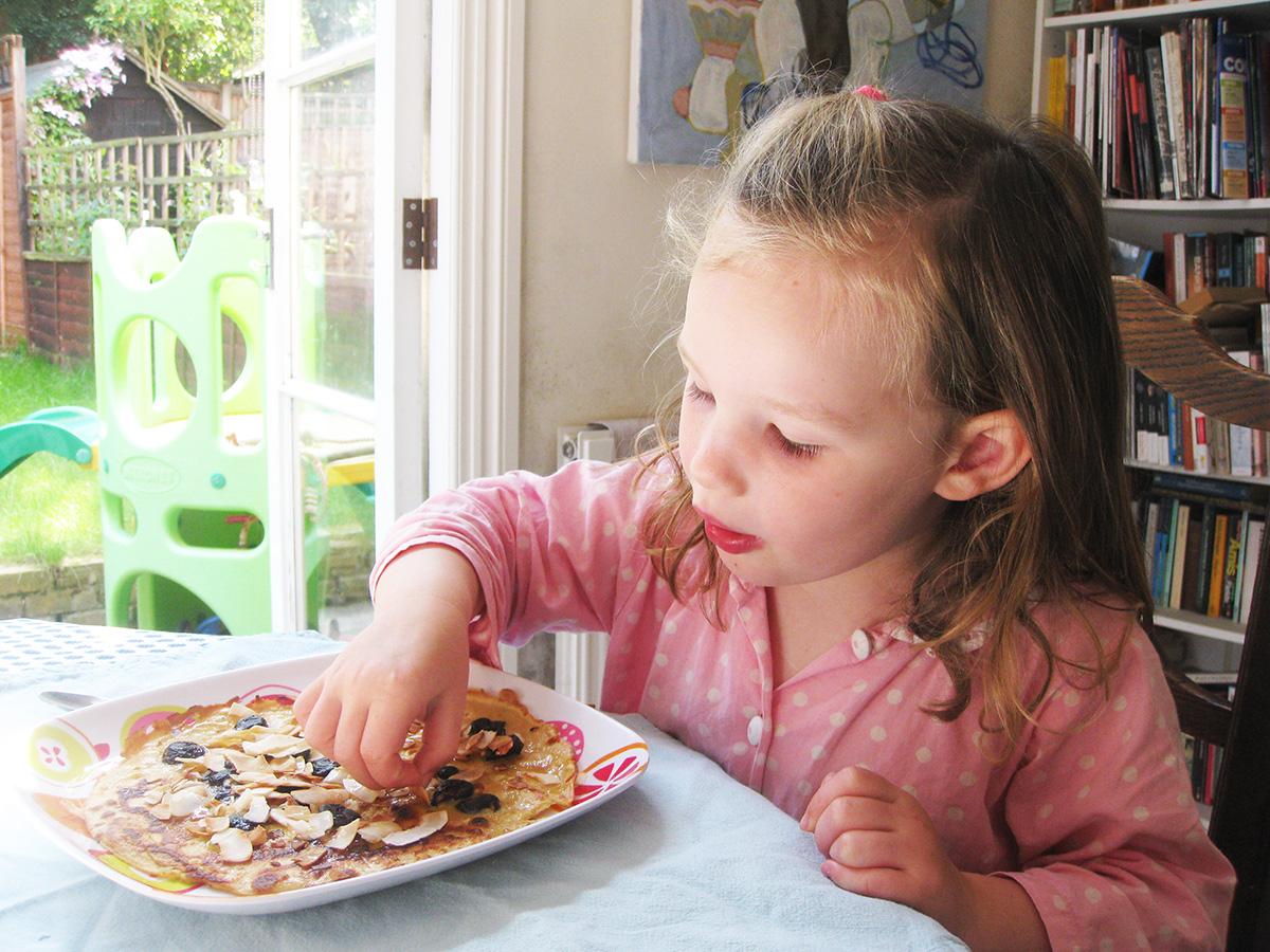 zoe_eating_pancakes