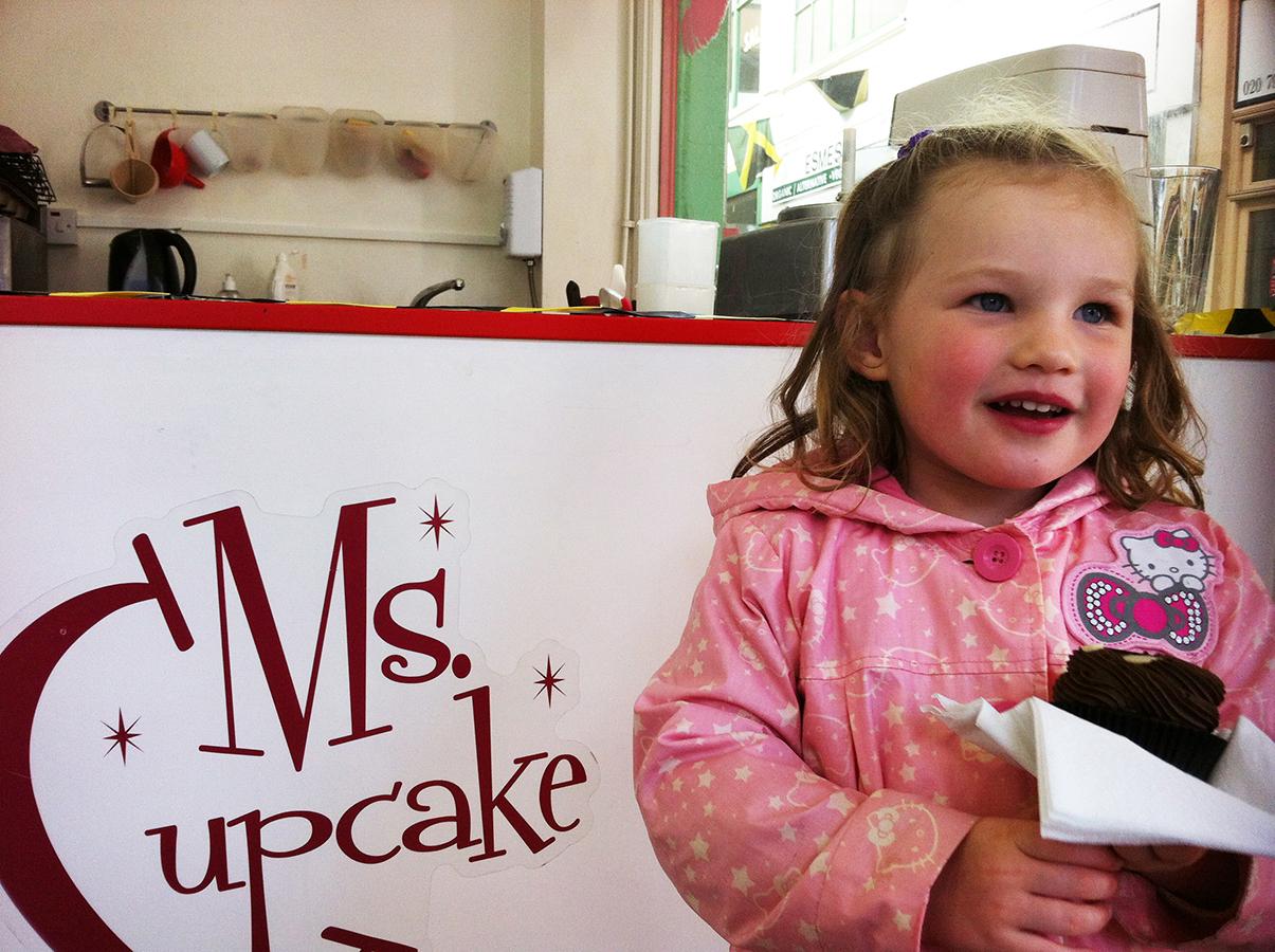 Zoe_at_Ms_Cupcake