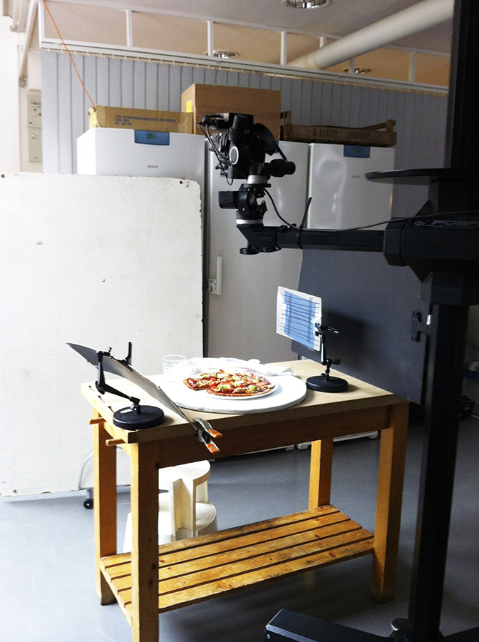 simply_gluten-free_dairy-free_paperback_Jacket_pizza_on_shoot